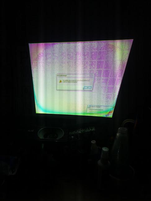 Hiện tượng lcd máy chiếu bị loang hình